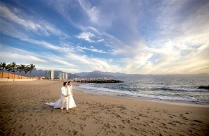 Wedding in Puerto Vallarta ● Photo by Prisar Vallarta